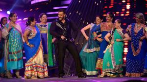 Salman dances with his fans!